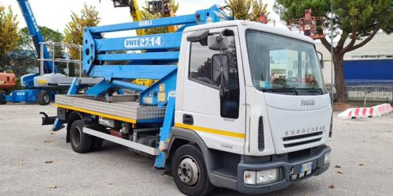 Camion con cestello usato ISOLI