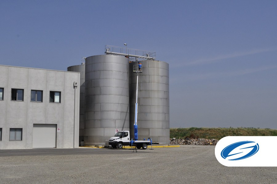 camions avec panier élévateur ForSte 18T high lift Socage