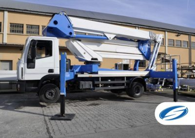 plates formes sur camion avec flèche ForSte 37DJ laterale Socage