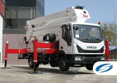 plates formes sur camion avec flèche ForSte 37DJ stabilisateurs rouge Socage