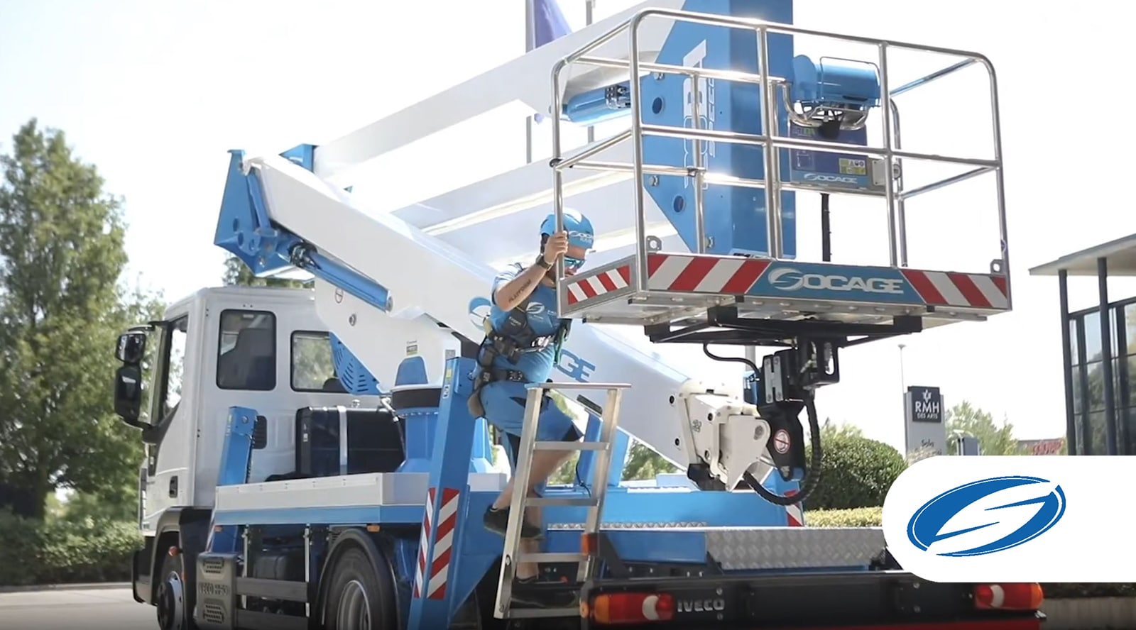 28DA speed camion avec nacelle SOCAGE